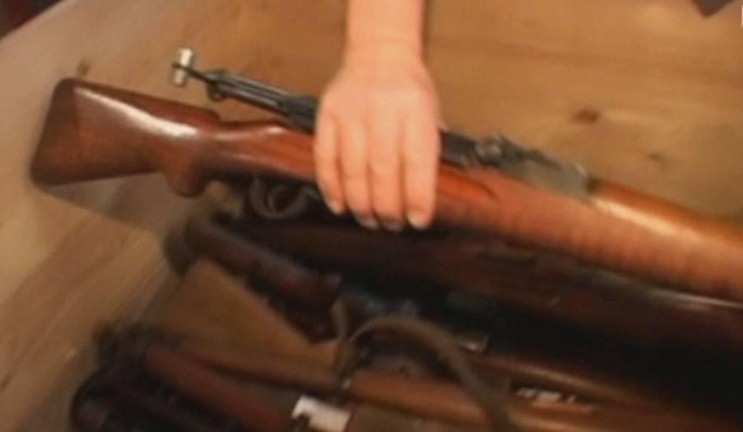 In Schweizer Haushalten liegen Millionen von Waffen herum