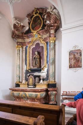 Wände, Fresken und der Altar wurden vom Russ befreit.