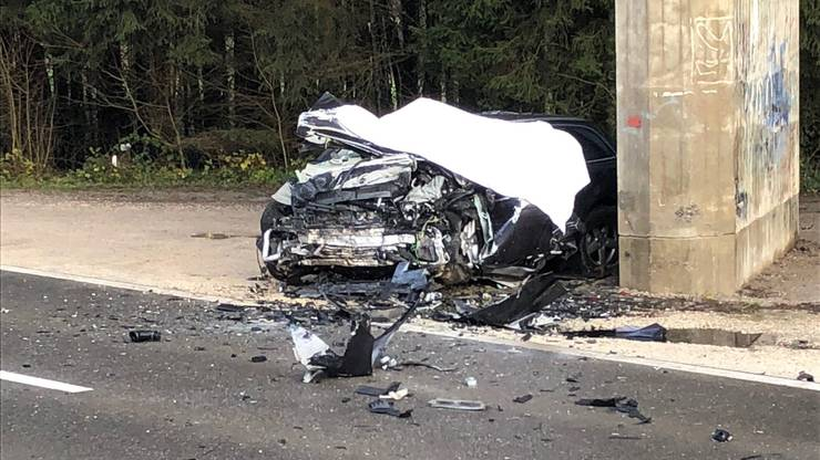 Die Kantonspolizei sucht Zeugen, die Angaben zum Fahrverhalten des Audi-Lenkers machen können.