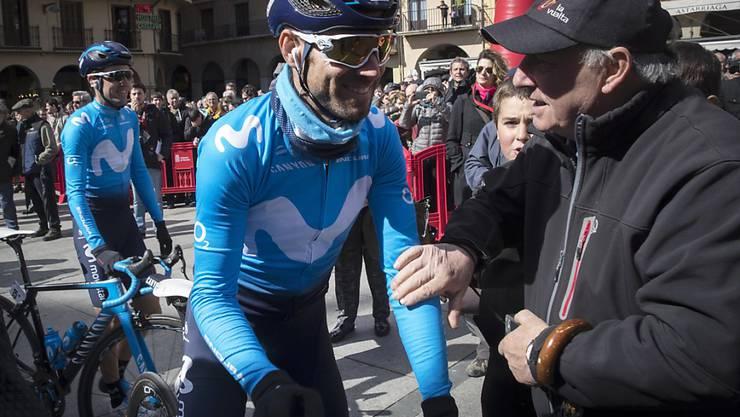 Alejandro Valverde bei einem lockeren Schwatz