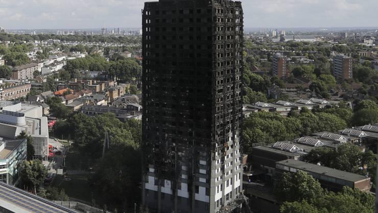 Die Polizei in London weitet ihre Ermittlungen zum Grossbrand am Grenfell-Tower aus. (Archivbild)