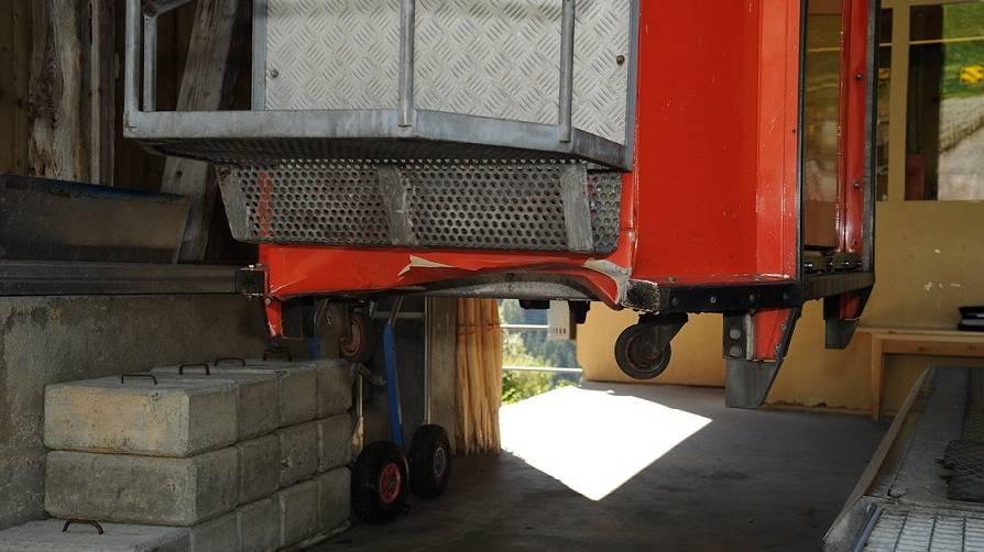 Luftseilbahn Spiringen-Ratzi kollidiert mit Lieferwagen