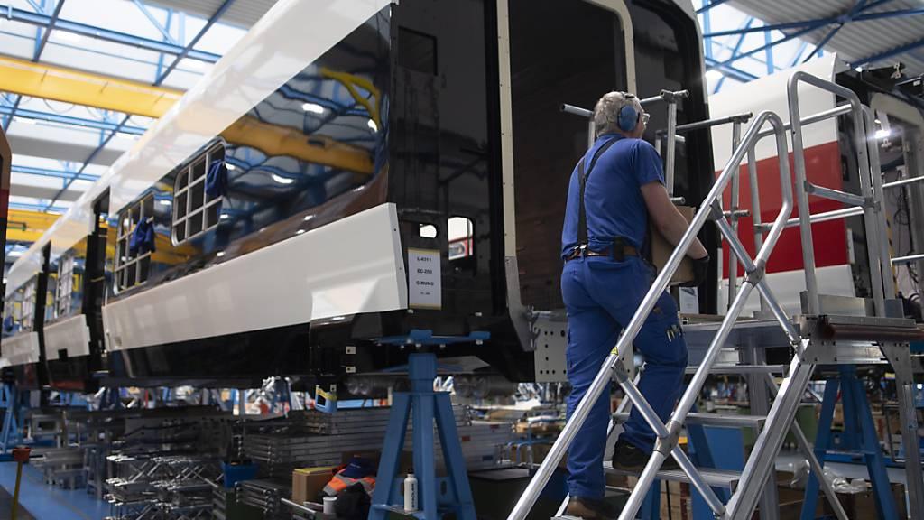 Der Zugbauer Stadler hat gemeinsam mit der Verkehrstechnik-Sparte von Siemens einen Auftrag in Portugal an Land gezogen. Dabei geht es um die Modernisierung der Metro in Lissabon.(Archivbild)