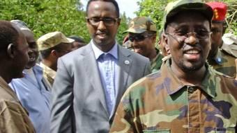 Der somalische Präsident (Mitte) während des Besuchs in Afgoye