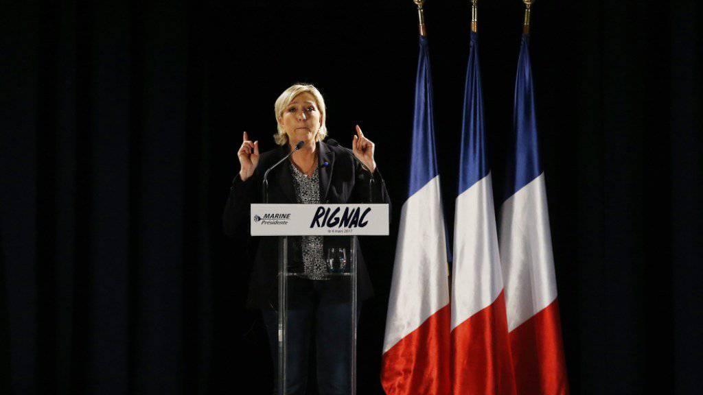 Kopf-an-Kopf um den Sieg in der ersten Runde, chancenlos in der zweiten Runde: So präsentiert sich die Ausgangslage für die rechtsextreme Kandidatin Marine Le Pen bei den französischen Präsidentschaftswahlen laut Meinungsforschern. (Archivbild)
