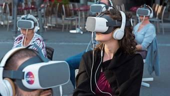 Unweit der Löwenstrasse konnte man dank entsprechendem Equipment in virtuelle Welten eintauchen.