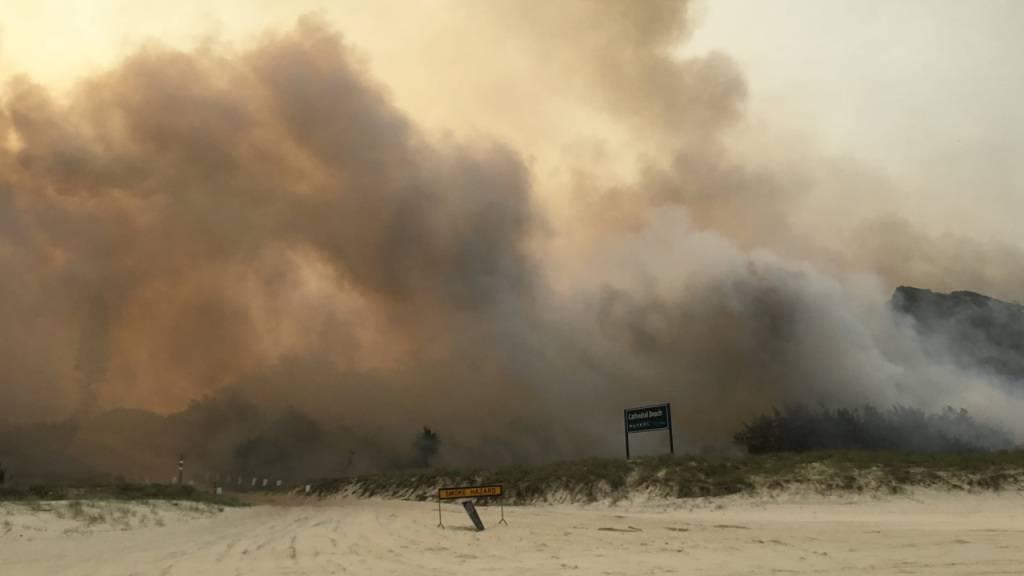 Verheerender Buschbrand auf Fraser Island bedroht Ortschaft