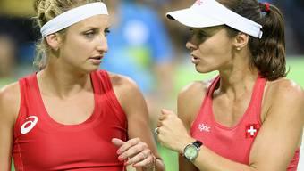 Timea Bacsinszky (links) und Martina Hingis treffen in der 2. Runde des Frauen-Doppels in Rio de Janeiro auf ein Duo aus den USA