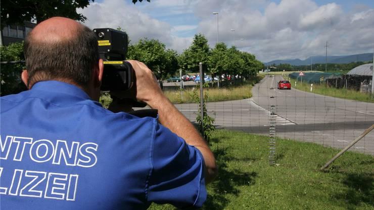 Die Kantonspolizei setzt beim Kampf gegen Geschwindigkeitssünder auf mobile Kontrollen.