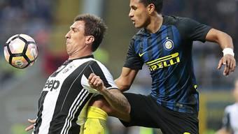 Juves Stürmer Mario Mandzukic (links, hier im Match gegen Inter) vergab ein gute Chancen