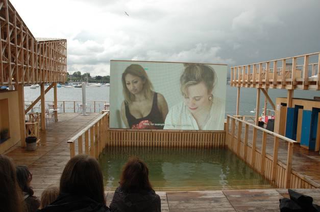 Schöne Aussichten: Das schwimmende Kino der Manifesta.