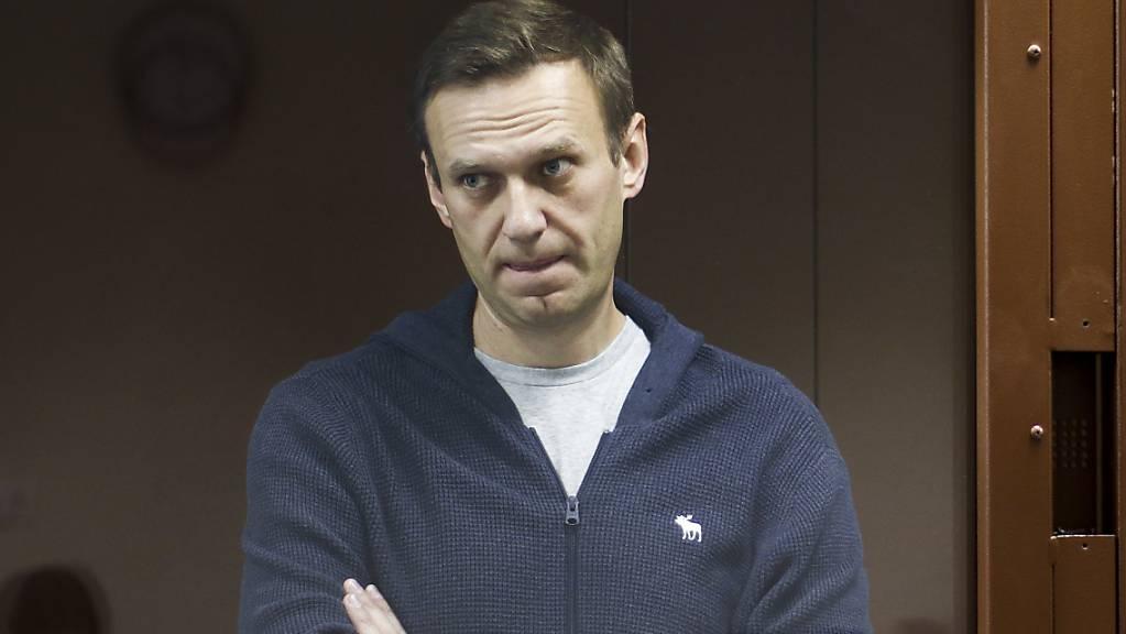 ARCHIV - Der russische Oppositionspolitiker Alexej Nawalny im Februar während einer Anhörung. Der im Straflager Inhaftierte hat nun ein Ende seines seit drei Wochen andauernden Hungerstreiks angekündigt. Foto: -/Babuskinsky District Court/AP/dpa - ACHTUNG: Nur zur redaktionellen Verwendung im Zusammenhang mit der aktuellen Berichterstattung und nur mit vollständiger Nennung des vorstehenden Credits