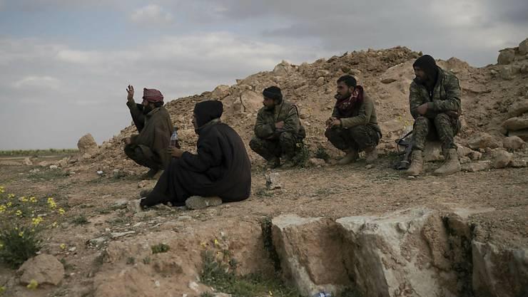 Mehr als 40 000 Ausländer aus rund 120 Staaten haben sich in den vergangenen Jahren islamistischen oder anderen Gruppen in Syrien angeschlossen.