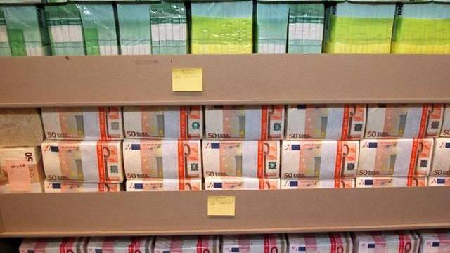 Bündel von Euroscheinen: Spaniens Banken erhalten 37 Milliarden Euro von den Euro-Partnern (Symbolbild)