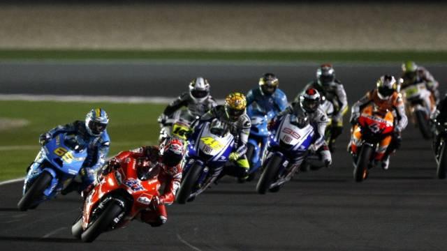 Casey Stoner (2.v.l.) feierte in Katar einen Start-Ziel-Sieg