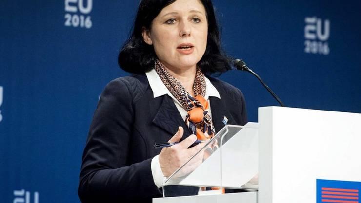 EU-Justizkommissarin Vera Jourova gab die Einigung am Dienstag bekannt. (Archiv)