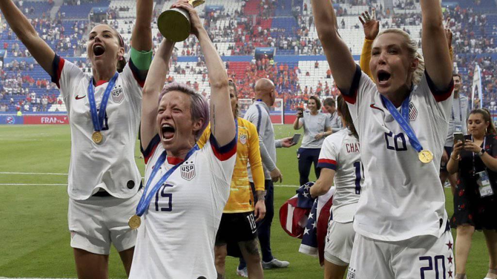 Die Amerikanerinnen um Megan Rapinoe (15), Allie Long (20) und Alex Morgan (links) gewannen in diesem Sommer die vorerst letzte WM mit 24 Mannschaften