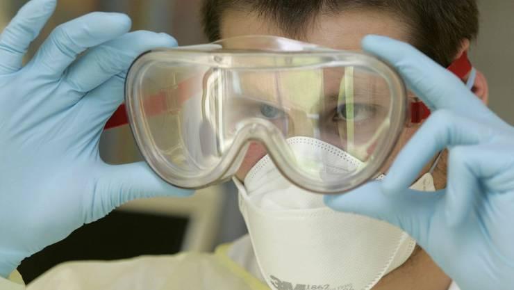 Gesundheitswesen: Viele Spitäler haben die Bestände an Masken, Händealkohol und Medikamenten Hochgefahren.