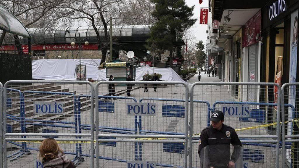 Trauer am Morgen nach dem Anschlag in Ankara - unterdessen wird nach den Hintermännern gesucht.