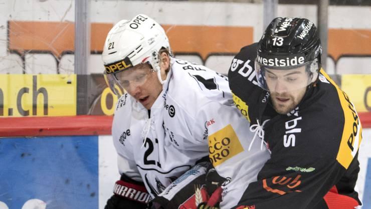 Luca Hischier (rechts) wechselt auf die nächste Saison hin vom SC Bern zum HC Davos