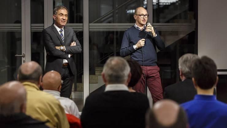 Rémy Wyssmann (links) findet die Gebühr eine Zwängerei und nicht sozial. Fabian Gressly (rechts) nennt die Bezahlung der Gebühr fürs stattliche Fernsehen einen solidarischen Akt.