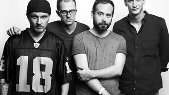 """Das Bünzli-Dasein hat begonnen: Darüber rappen Breitbild auf ihrem neuen Album """"Breitbild"""" (Pressefoto)."""