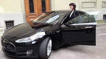 Tesla S 85: Bundesrätin Doris Leuthard erhält einen Sportwagen.