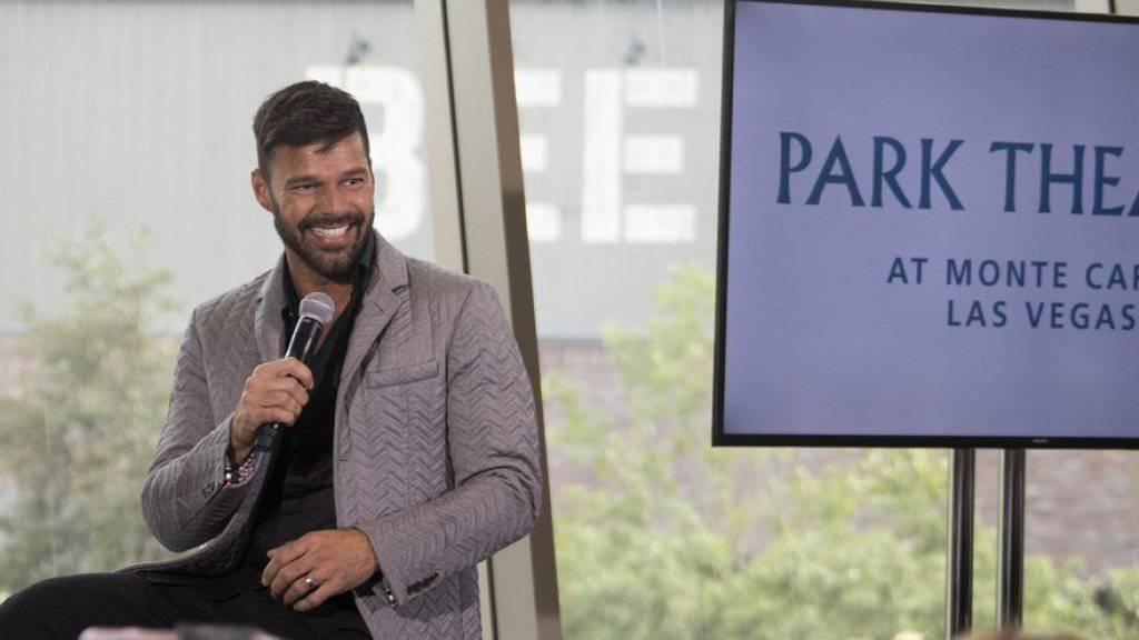 So strahlt nur ein frisch Verlobter: Ricky Martin hat um die Hand seines Partners Jwan Yosef angehalten.