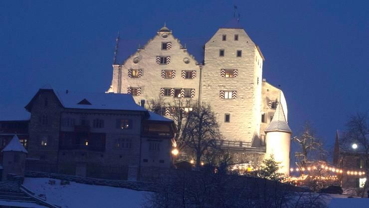 Schloss Wildegg: Beleuchtung von 19 bis 0.30 Uhr, 1950 Stunden jährlich, 7352 Kilowattstunden Verbrauch pro Jahr.