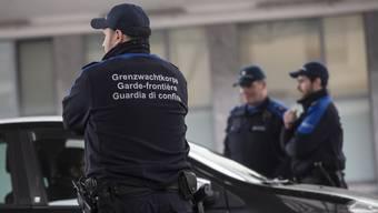 Grenzgänger sollen weiterhin in der Schweiz arbeiten können. Sie müssen jedoch über ein Dokument wie den Ausländerausweis G verfügen.