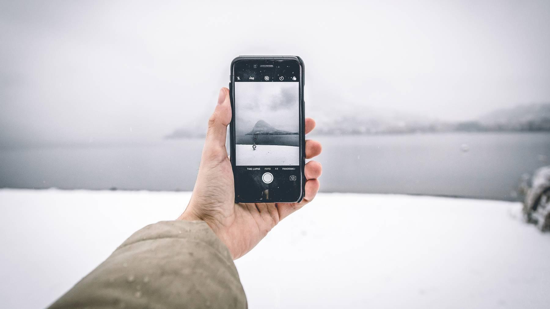 Upload Winter Smartphone