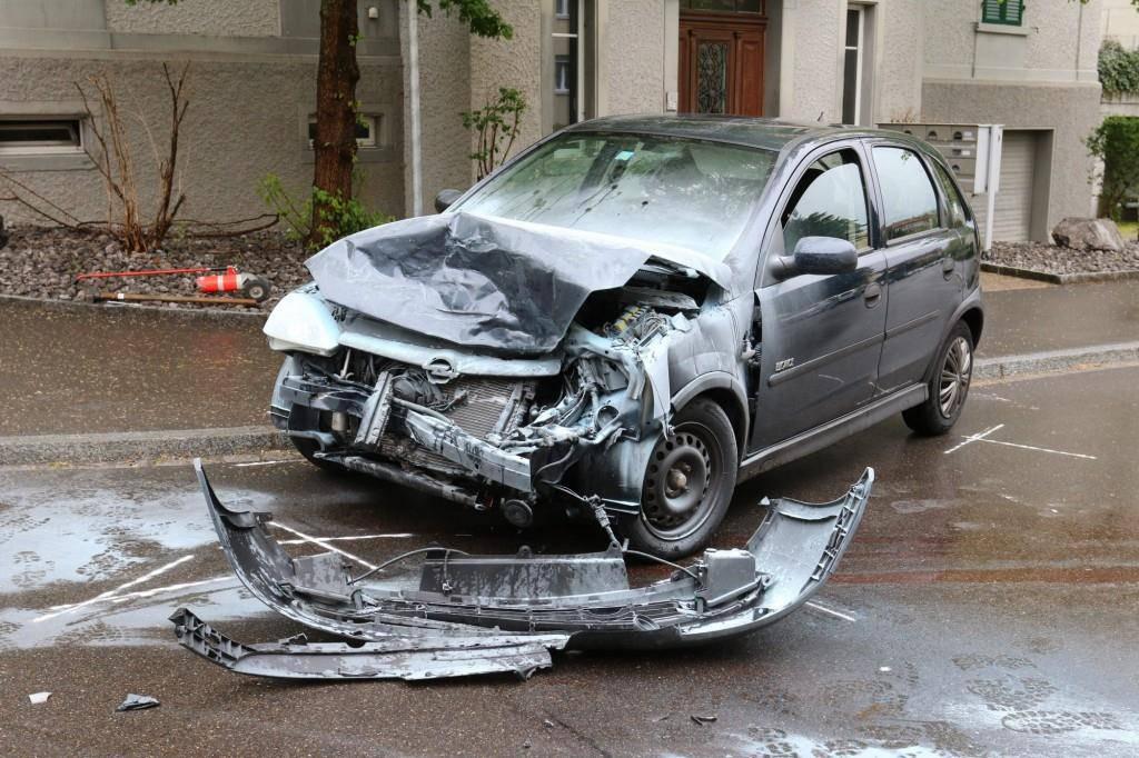 Am Auto entstand Totalschaden. (© Stapo SG)
