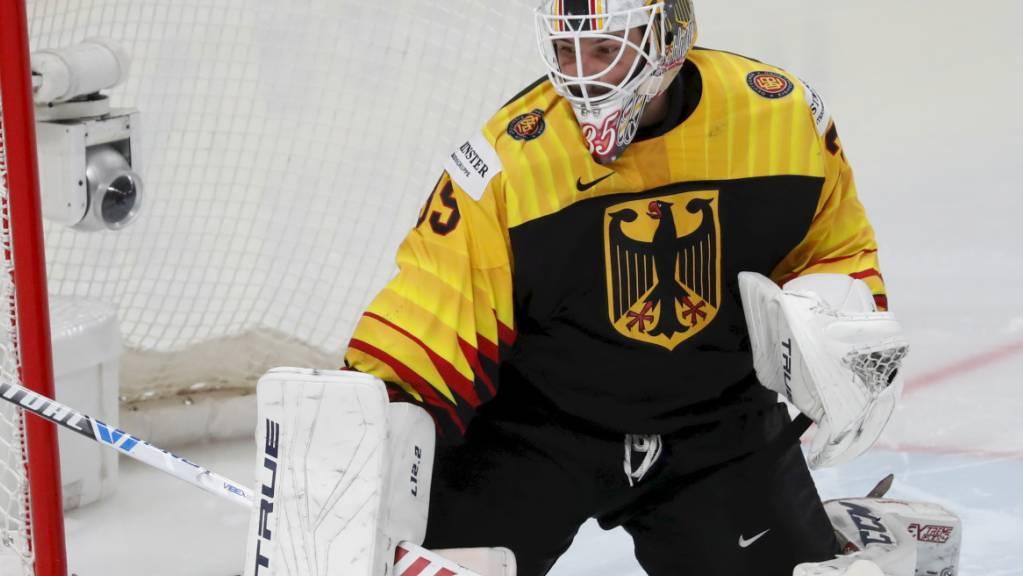 An Mathias Niederberger, dem deutschen Goalie, müssen die Schweizer vorbei finden