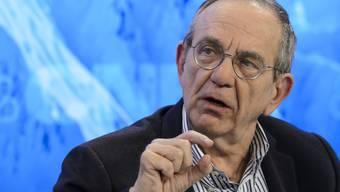 """Italiens Finanzminister Pier Carlo Padoan zeigte sich irritiert über die Ankündigung einer Ratingagentur, die Kreditwürdigkeit des Landes möglicherweise auf die Stufe """"BBB"""" zu senken. (Archivbild)"""