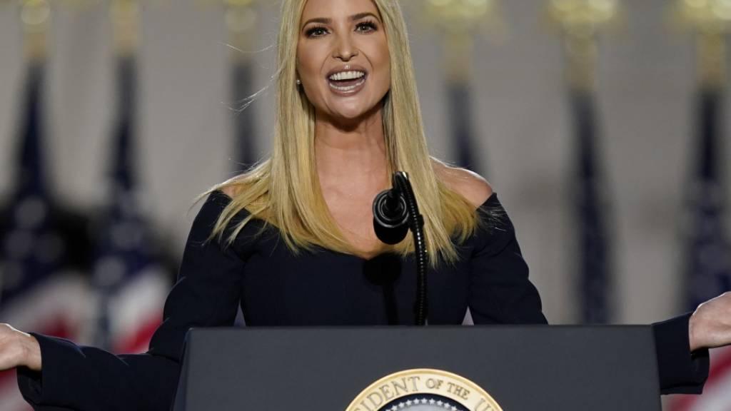 Ivanka Trump, Tochter von US-Präsident Trump, spricht auf dem Südrasen des Weißen Hauses während des Parteitages der Republikaner. Foto: Evan Vucci/AP/dpa