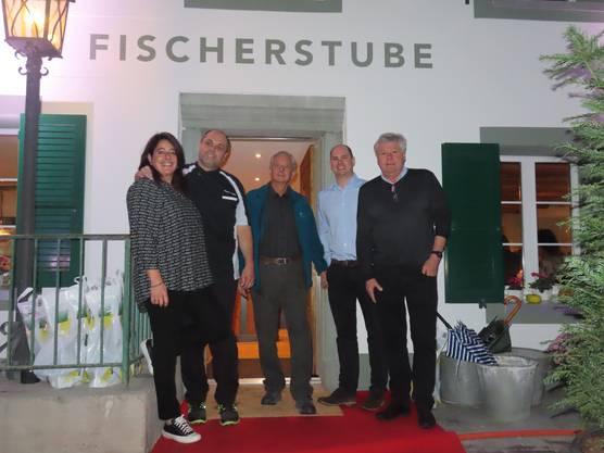 Die neuen Wirtsleute Andrea und Daniel Fischer (links), Besitzer Beat Bürgin, Alain und Bruno Walter (Architekten, rechts).