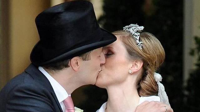 So küssen Prinzen: Hohenzollern-Hochzeit in Potsdam