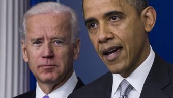 US-Präsident Obama unterstützt ein strengeres Waffengesetz. Vizepräsident Joe Biden (l.) soll den Spielraum ausloten