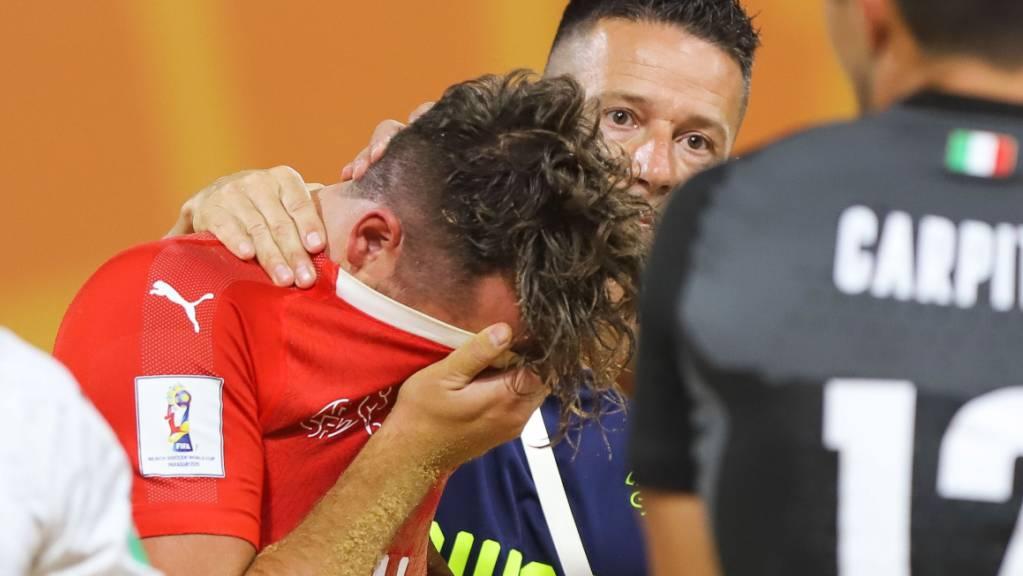 Grosser Frust bei Philipp Borer und den Schweizer Beach-Fussballern nach dem 4:5 im WM-Viertelfinal gegen Italien.
