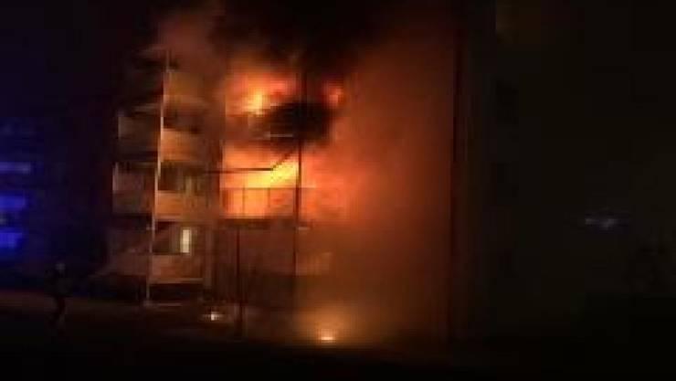Beim Brand in einem Wohnblock in Schaffhausen sind in der Nacht auf den Neujahrstag mehrere Menschen verletzt worden.