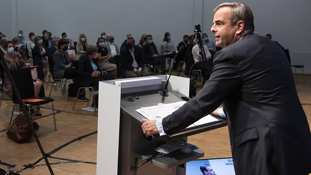 Gerhard Pfister -  hier an der Delegiertenversammlung in Bern - führt seine Partei bis zu den Wahlen 2023.
