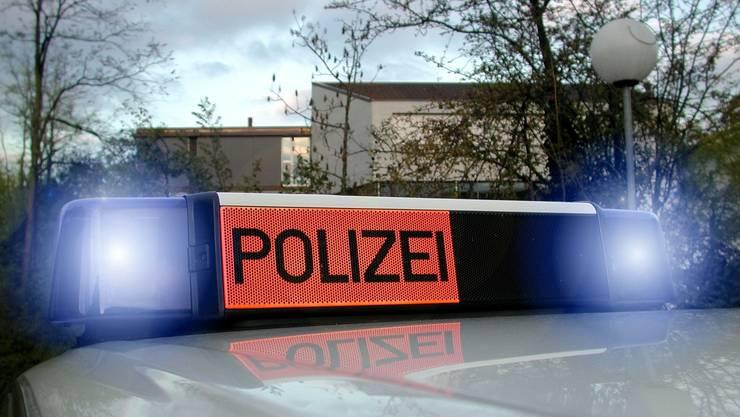 Nach dem Unfall muss der junge Schweizer den Führerschein wieder abgeben. (Symbolbild).