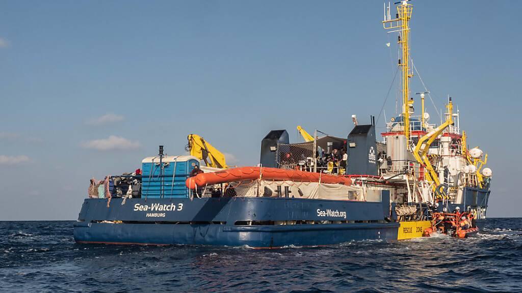 Sea-Watch rettet mehr als 60 Menschen im Mittelmeer aus Seenot