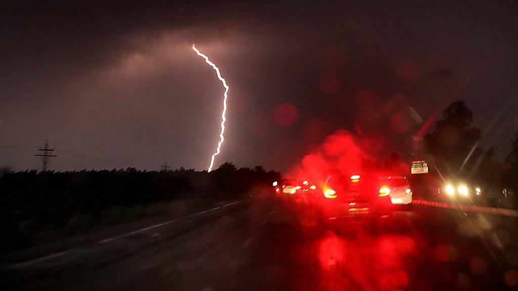 Bei starken Unwettern in Teilen Indiens wurden Dutzende Personen getötet.