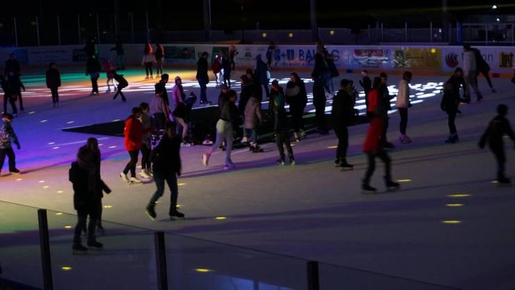 Die letzte Ice-Disco dieser Saison zog viel Publikum an: Rund 400 Eintritte verzeichnete die Kunsteisbahn am Samstag.