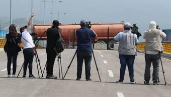Maduro blockiert Strasse in Venezuela