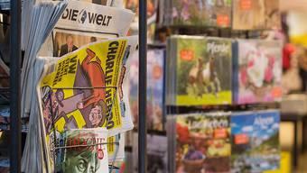 """Die erste deutschsprachige """"Charlie Hebdo""""-Ausgabe nimmt auf der Titelseite die deutsche Kanzlerin Merkel aufs Korn."""