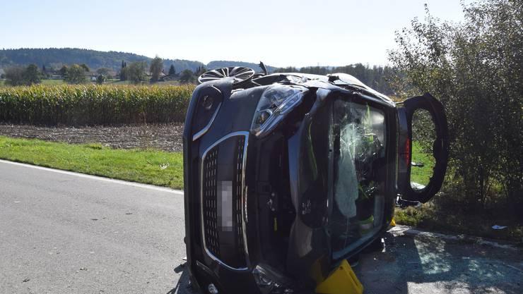 Eine 72-Jährige verlor in Aeschi die Herrschaft über ihr Auto. Dieses kam auf der Seite liegend zum Stillstand.