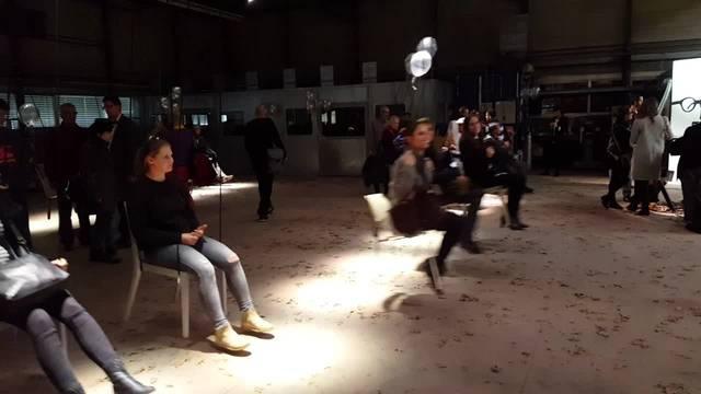 Die Stuhlfabrik Dietiker lässt am Ausstellungsort Girsberger die Stühle schwingen