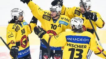 Bern und Tristan Scherwey (Nummer 10) dürfen jubeln: Freispruch von der Liga